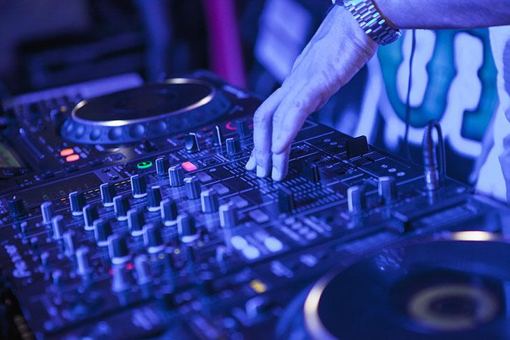Insonorisation des bars et discothèques : 4 chiffres à retenir
